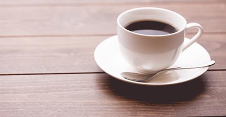 出社:始業30分前に業務の用意をしつつ、コーヒーを飲みます。
